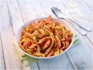 Bandnudeln mit Scampi in Tomatensauce
