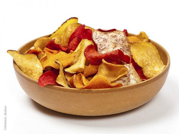 Bunte Chips mit Dip-Trio