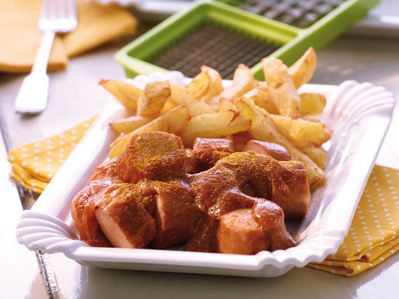 currywurst mit selbstgemachten pommes frites genius. Black Bedroom Furniture Sets. Home Design Ideas