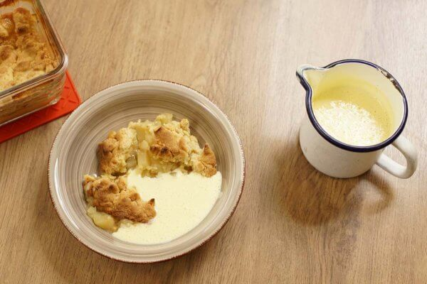 Apfelcrumble mit selbstgemachter Vanillesauce