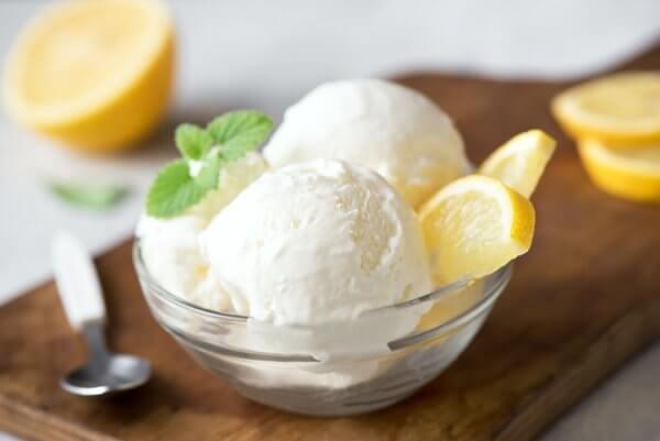 Zitroneneis ohne Eismaschine