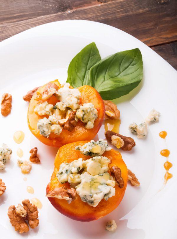 Gegrillter Pfirsich mit Gorgonzola