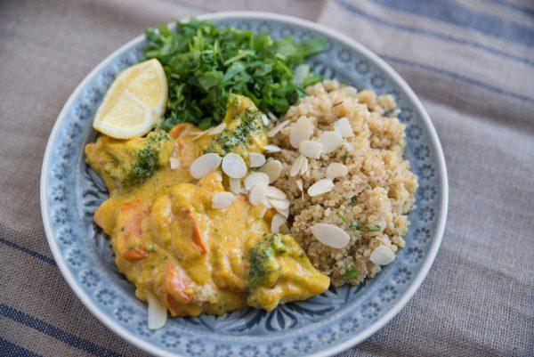 Quinoa mit Gemüse und Currysauce
