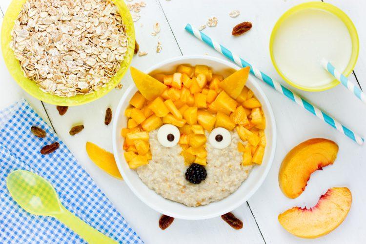 Porridge mit Pfirsich und Mango
