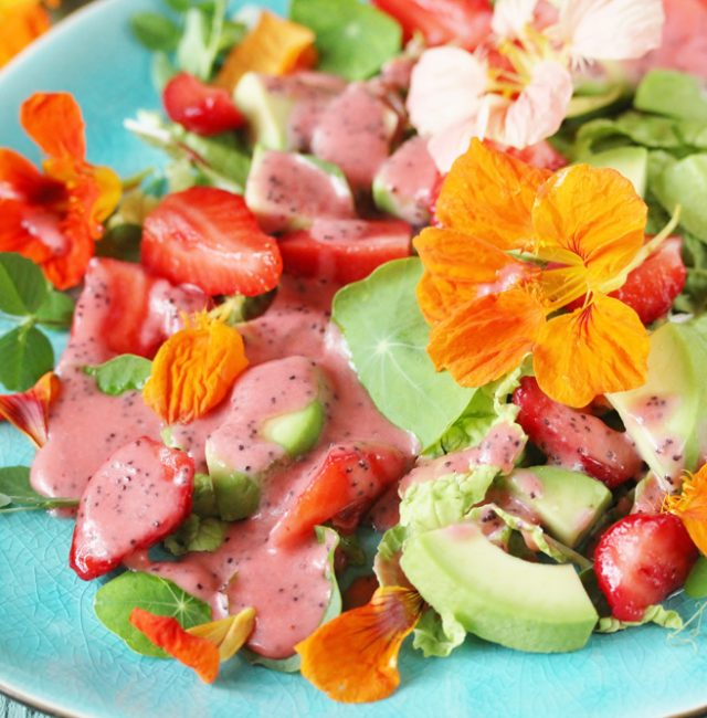 Salat mit Erdbeer Vinaigrette