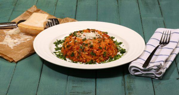 Kritharaki mit Gemüse und Tomaten-Sauce