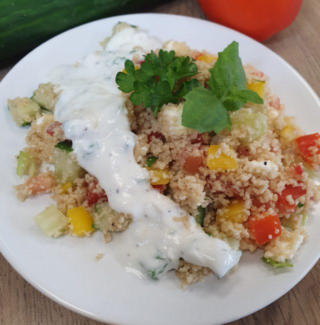 Couscous-Salat mit Joghurt Sauce