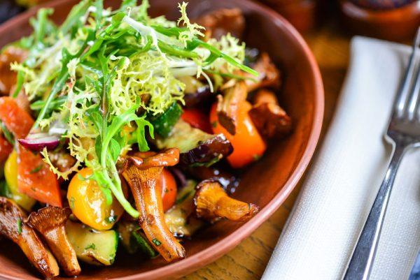 Ofengemüse-Salat mit Pfifferlingen